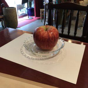 リンゴとお皿