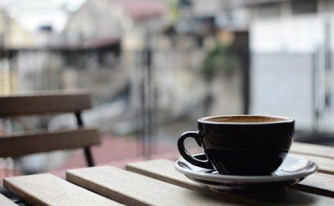 テラスでコーヒー